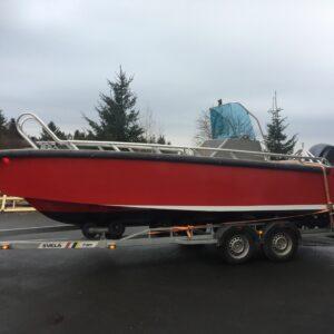 rød båt